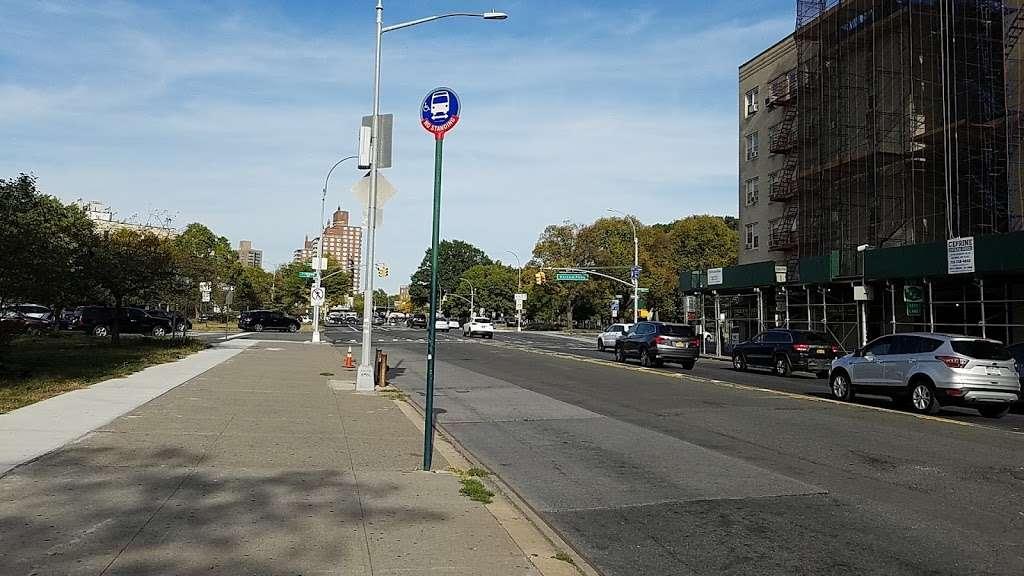 Boston Rd/pelham Pky - bus station    Photo 2 of 2   Address: Bronx, NY 10462, USA