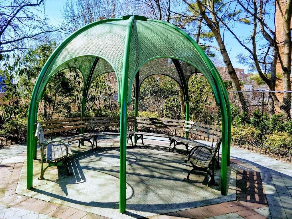 Plaza 67 - park  | Photo 2 of 5 | Address: 67-04 Austin St, Flushing, NY 11375, USA