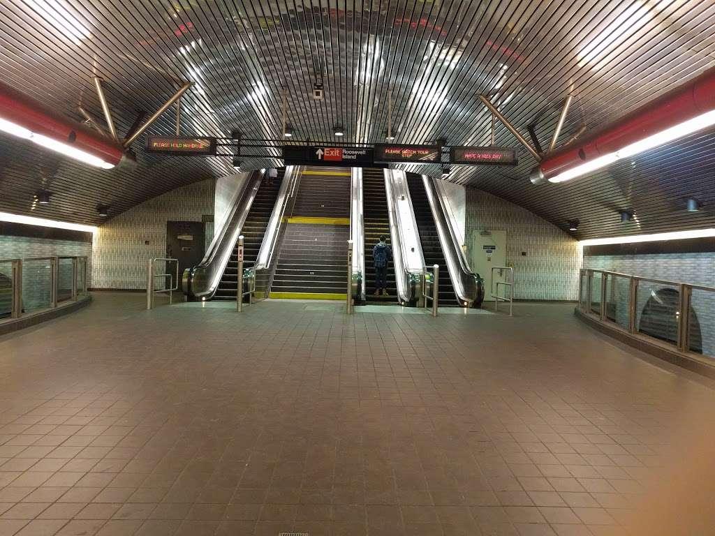 Roosevelt Island Subway Station - subway station  | Photo 1 of 10 | Address: New York, NY 10044, USA