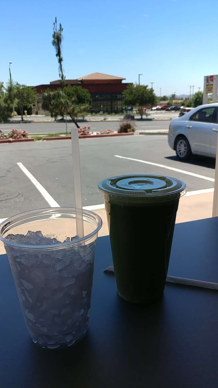 Bee Well Juice Bar & Organic eatery - cafe  | Photo 4 of 10 | Address: 33946 Yucaipa Blvd, Yucaipa, CA 92399, USA | Phone: (909) 790-9097