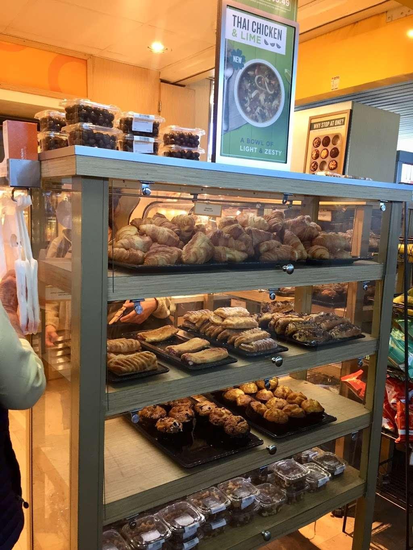 Au Bon Pain - cafe  | Photo 8 of 10 | Address: 1 Laguardia Airport, Flushing, NY 11371, USA | Phone: (718) 639-2516
