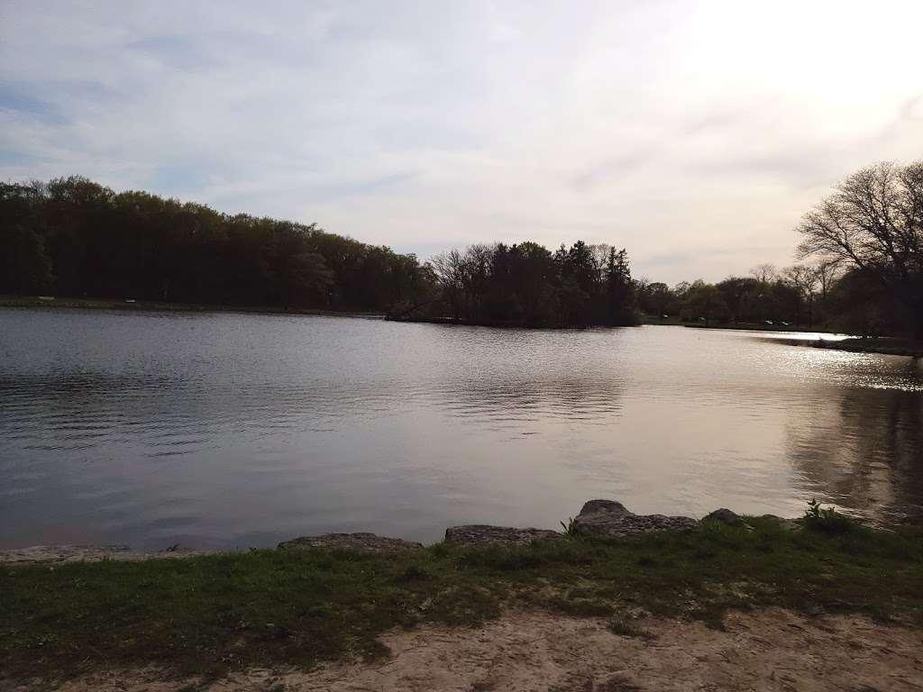 Jackson Park - park  | Photo 5 of 10 | Address: 3500 W Forest Home Ave, Milwaukee, WI 53215, USA | Phone: (414) 257-7275