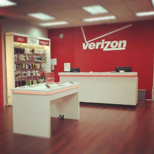 Verizon Wireless - electronics store  | Photo 8 of 10 | Address: 121-20 Liberty Ave, South Richmond Hill, NY 11419, USA | Phone: (718) 845-1500