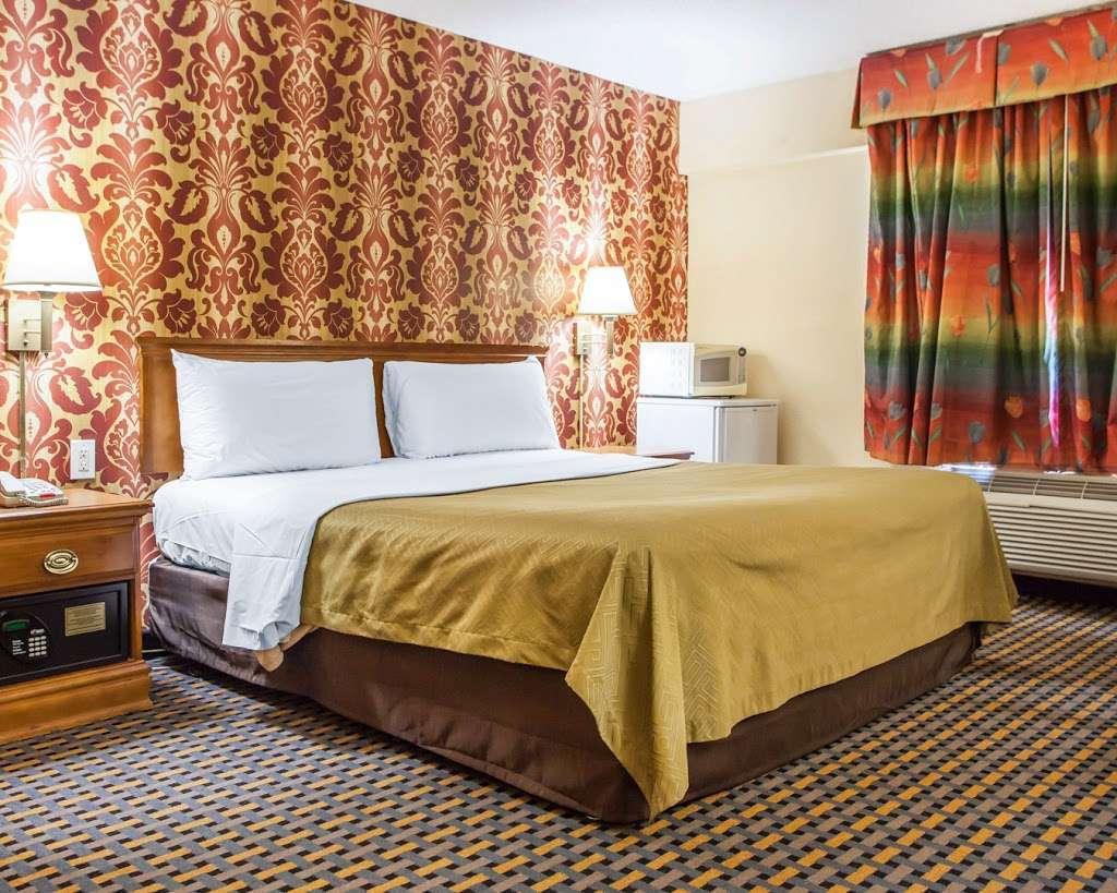 Econo Lodge - lodging  | Photo 10 of 10 | Address: 750 Tonnelle Ave, Jersey City, NJ 07307, USA | Phone: (201) 420-9040