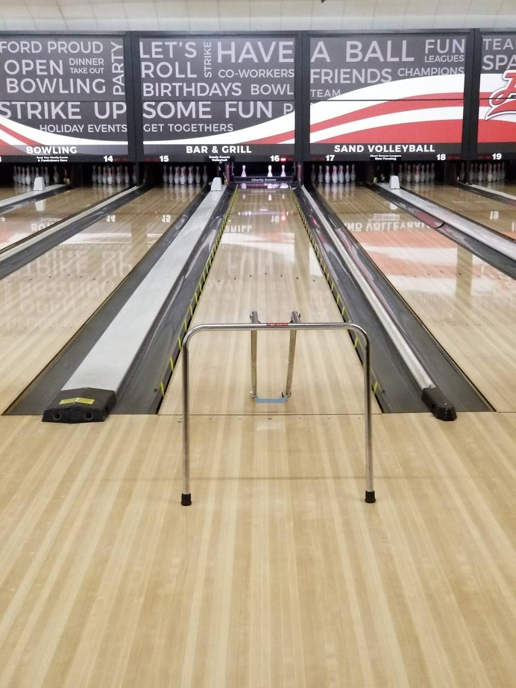 Forest View Lanes - Recreation Bar and Grill - bowling alley  | Photo 4 of 10 | Address: 2345 W Dean Rd, Temperance, MI 48182, USA | Phone: (734) 847-4915