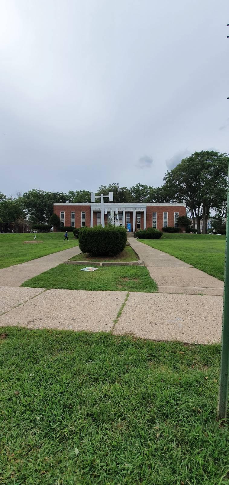 Irvington Public Library - library  | Photo 4 of 6 | Address: 5 Civic Square, Irvington, NJ 07111, USA | Phone: (973) 372-6400