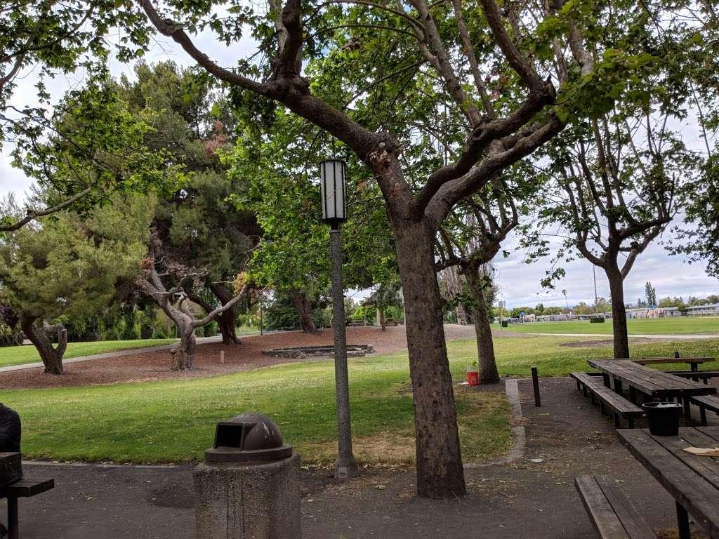 Lakewood Park - park  | Photo 7 of 10 | Address: 834 Lakechime Dr, Sunnyvale, CA 94089, USA | Phone: (408) 730-7350