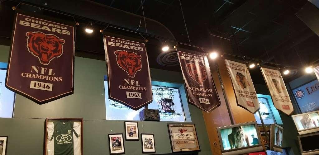 Legends Sports Bar & Grill - restaurant  | Photo 9 of 10 | Address: 4200 River Rd, Schiller Park, IL 60176, USA | Phone: (847) 233-9000