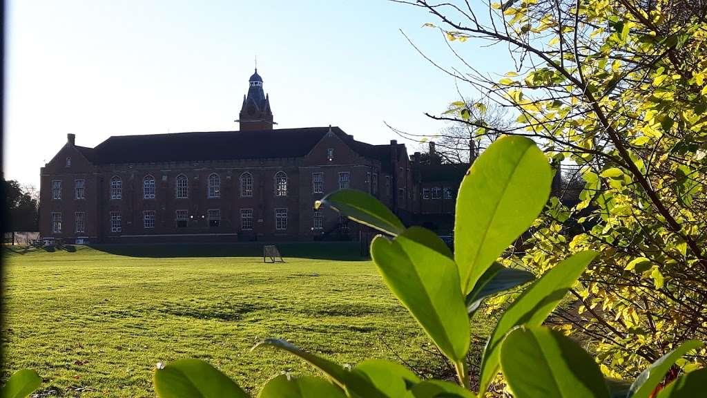 Carew Academy - school  | Photo 2 of 4 | Address: Church Rd, Wallington SM6 7NH, UK | Phone: 020 8647 8349