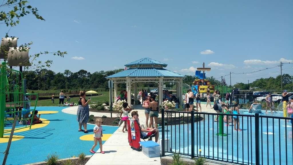 Veterans Memorial Park - park  | Photo 9 of 10 | Address: Ocean Blvd &, Lakeshore Dr, Keyport, NJ 07735, USA | Phone: (732) 583-4200