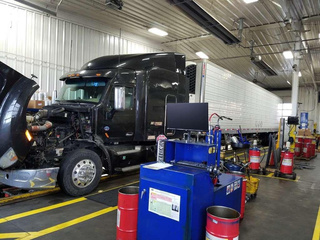 Speedco Truck Lube and Tires - car repair  | Photo 7 of 10 | Address: 301 SE 4th St, Oak Grove, MO 64075, USA | Phone: (816) 690-8717