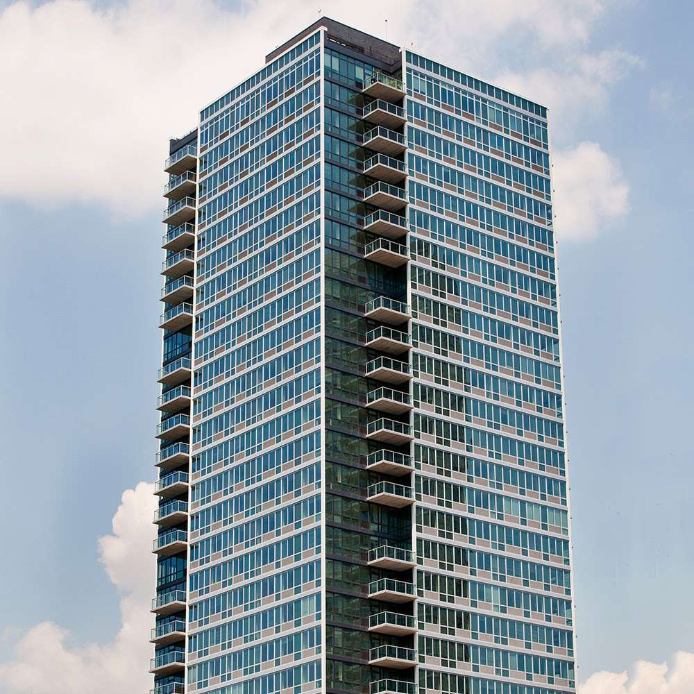 4540 Center Boulevard - real estate agency  | Photo 3 of 10 | Address: 4540 Center Blvd, Long Island City, NY 11109, USA | Phone: (718) 606-9440