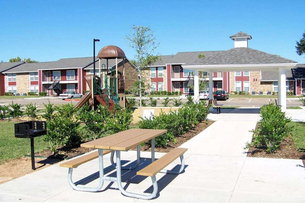 St James Village - real estate agency  | Photo 2 of 10 | Address: 3815 W Fuqua St, Houston, TX 77045, USA | Phone: (713) 434-2225