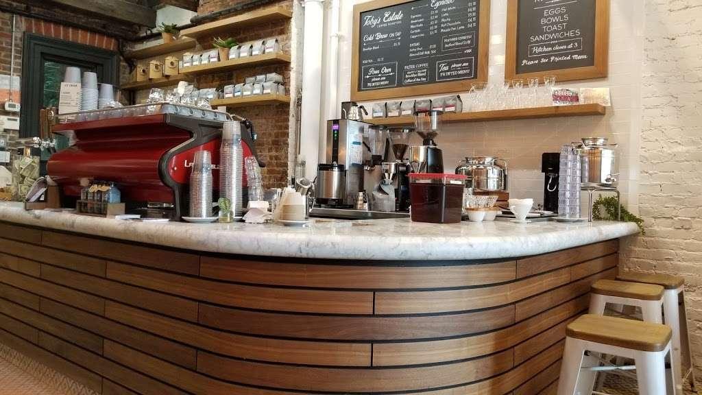 Tobys Estate LIC Cafe & Courtyard - cafe  | Photo 8 of 10 | Address: 26-25 Jackson Ave, Long Island City, NY 11101, USA | Phone: (347) 531-0477