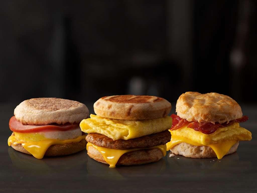 McDonalds - cafe  | Photo 8 of 9 | Address: 805 E Jefferson St, Tipton, IN 46072, USA | Phone: (765) 675-7645