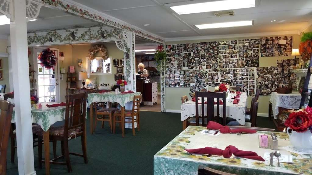 Teapot Depot - cafe  | Photo 1 of 10 | Address: 112 Denny St, Highlands, TX 77562, USA | Phone: (281) 426-3670