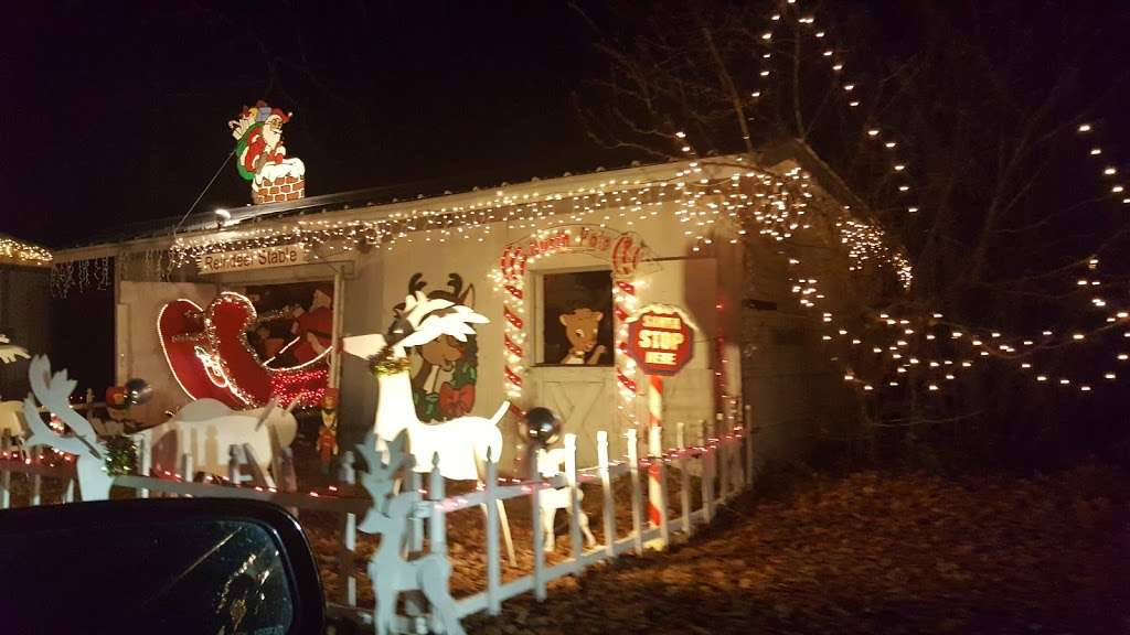 Christmas lights Drive Through - campground  | Photo 9 of 10 | Address: 2263 Vermont Ave, Toms River, NJ 08755, USA