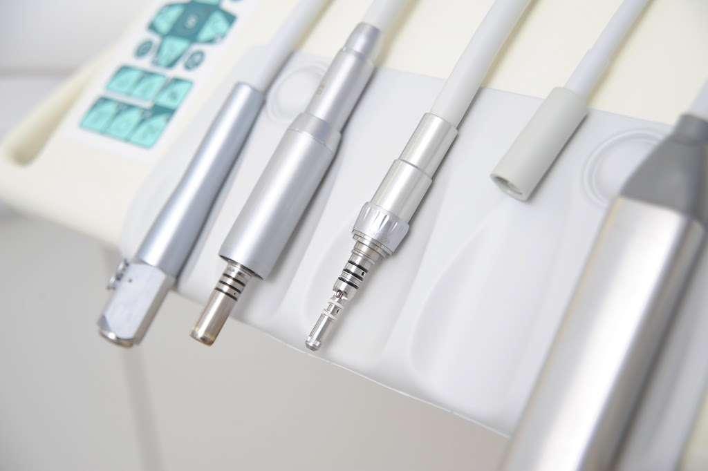 RUSTHALL DENTAL PRACTICE - dentist  | Photo 7 of 10 | Address: Rusthall Dental Surgery, 39 Meadow Rd, Rusthall, Tunbridge Wells TN4 8UN, UK | Phone: 01892 536598