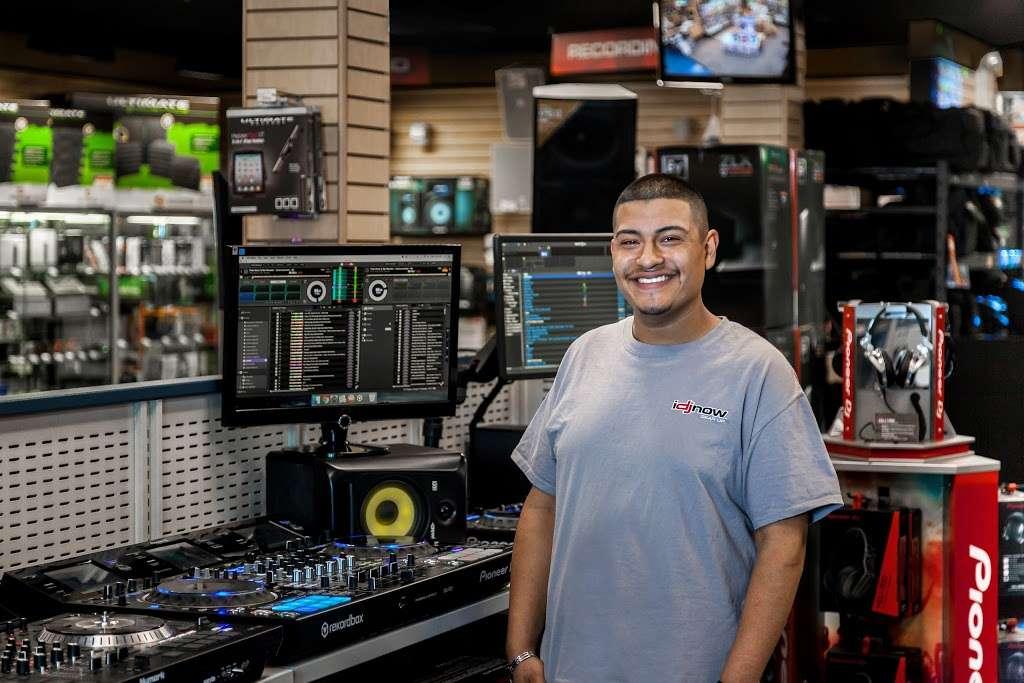 I DJ NOW - electronics store  | Photo 9 of 10 | Address: 1015 Sunrise Hwy, West Babylon, NY 11704, USA | Phone: (631) 321-1700