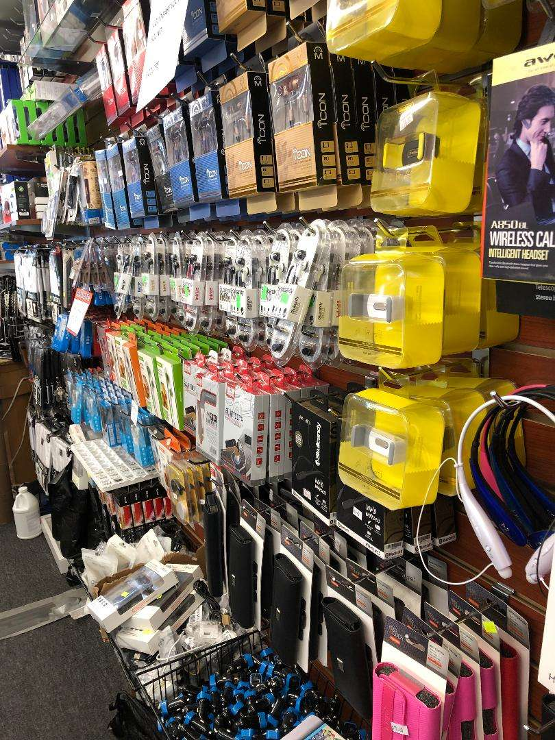 exclusive quickcom phones and repairs - store  | Photo 2 of 6 | Address: 4117 W Madison St, Chicago, IL 60624, USA | Phone: (773) 533-3200