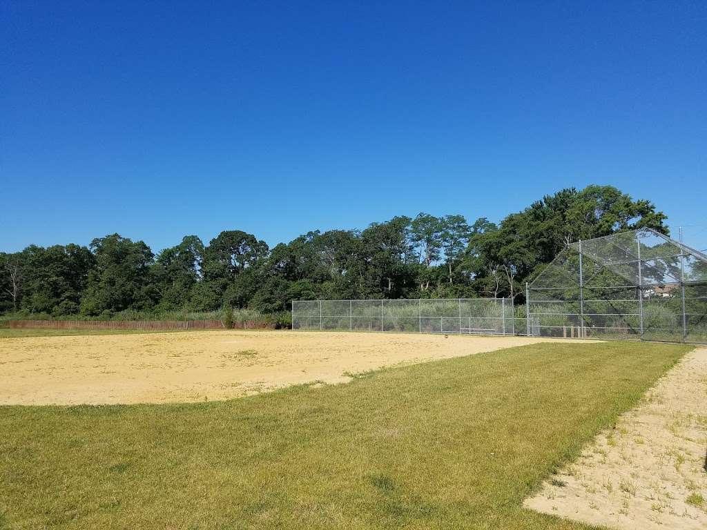 Veterans Memorial Park - park  | Photo 2 of 10 | Address: Ocean Blvd &, Lakeshore Dr, Keyport, NJ 07735, USA | Phone: (732) 583-4200