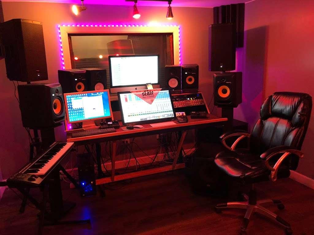 BeBe Soundz Studios - electronics store  | Photo 2 of 10 | Address: 300 E Tremont Ave, Bronx, NY 10457, USA | Phone: (929) 393-0516