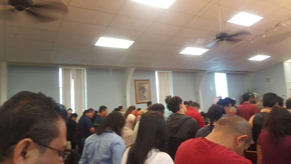 Iglesia Fuente de Vida - church    Photo 5 of 7   Address: 1105 Flint St, Houston, TX 77029, USA