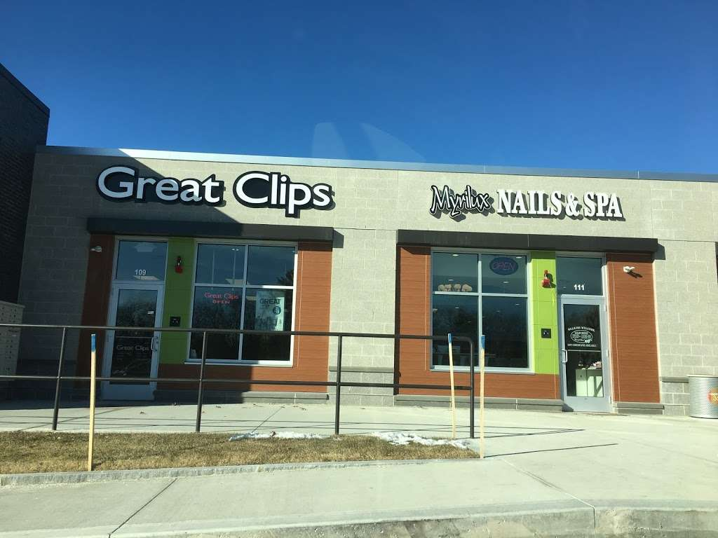 Great Clips - hair care  | Photo 1 of 5 | Address: 360 Daniel Webster Hwy Ste 109, Merrimack, NH 03054, USA | Phone: (603) 261-3713