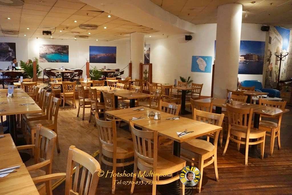Salento Restaurant Bar pizzeria London - cafe  | Photo 6 of 10 | Address: 3 Clove Cres, Poplar, London E14 2BB, UK | Phone: 020 7537 2373