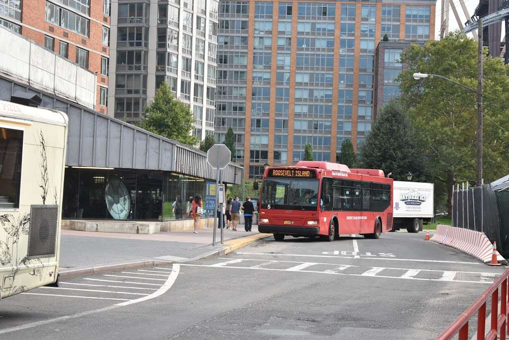 West Rd/f Subway - bus station  | Photo 3 of 4 | Address: New York, NY 10044, USA