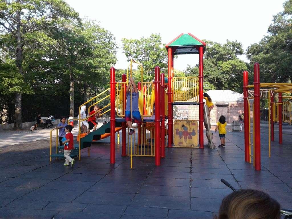 Torsney/Lou Lodati Playground - park  | Photo 5 of 10 | Address: 41-15 Skillman Ave, Long Island City, NY 11104, USA | Phone: (212) 639-9675