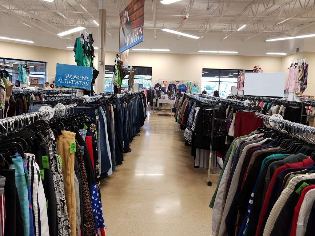 Goodwill Store & Donation Center in Evanston - store  | Photo 1 of 10 | Address: 1916B Dempster Street, Evanston, IL 60202, USA | Phone: (847) 905-1202