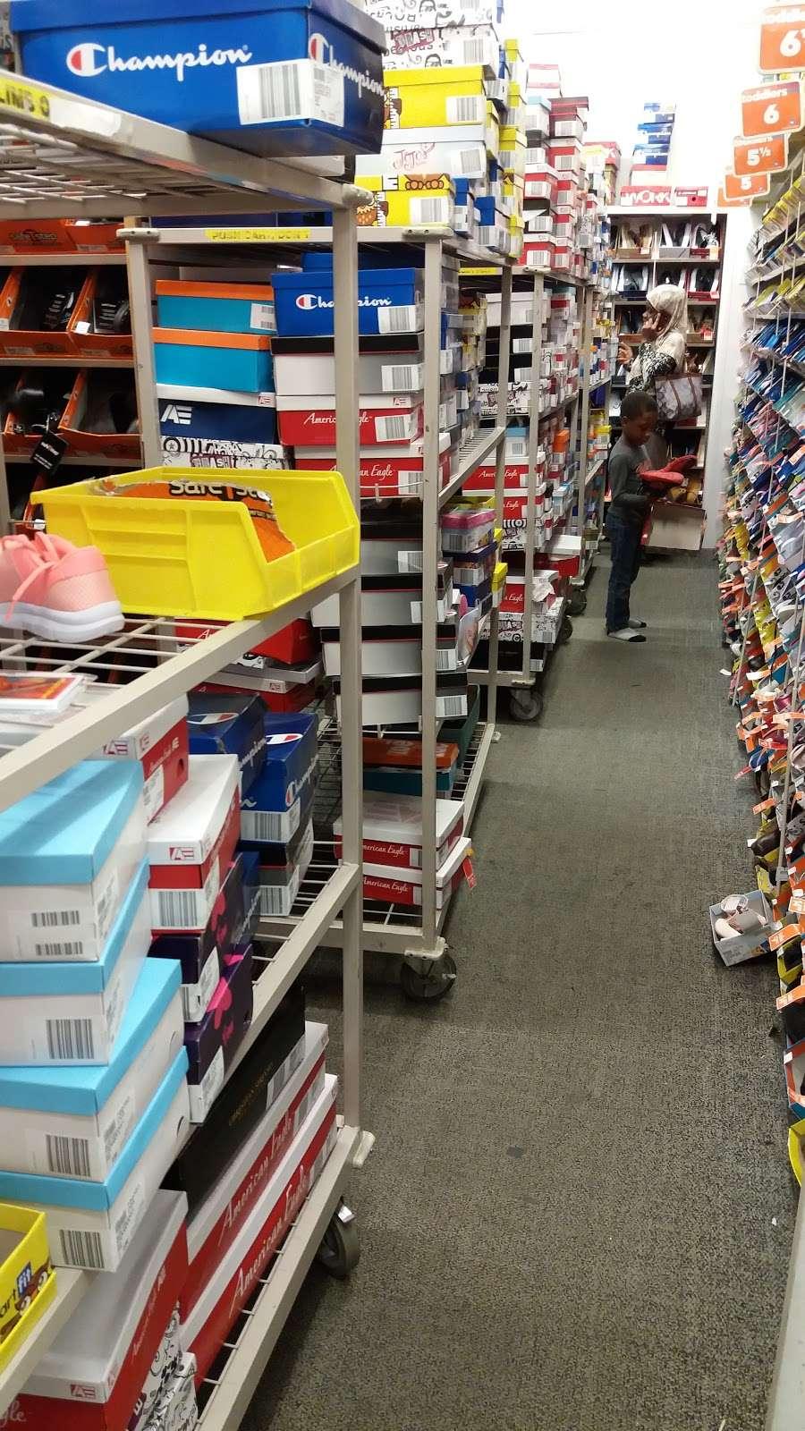 Payless ShoeSource - shoe store  | Photo 2 of 5 | Address: 2260 Bartow Ave, Bronx, NY 10475, USA | Phone: (718) 379-5894