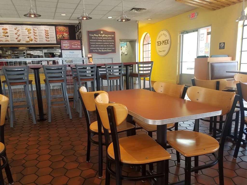 Taco Bueno - restaurant  | Photo 1 of 10 | Address: 2113 E Belt Line Rd, Richardson, TX 75081, USA | Phone: (972) 690-5373