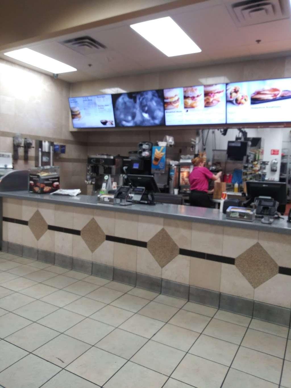 McDonalds - cafe  | Photo 5 of 10 | Address: 40130 10th St W, Palmdale, CA 93551, USA | Phone: (661) 267-6986