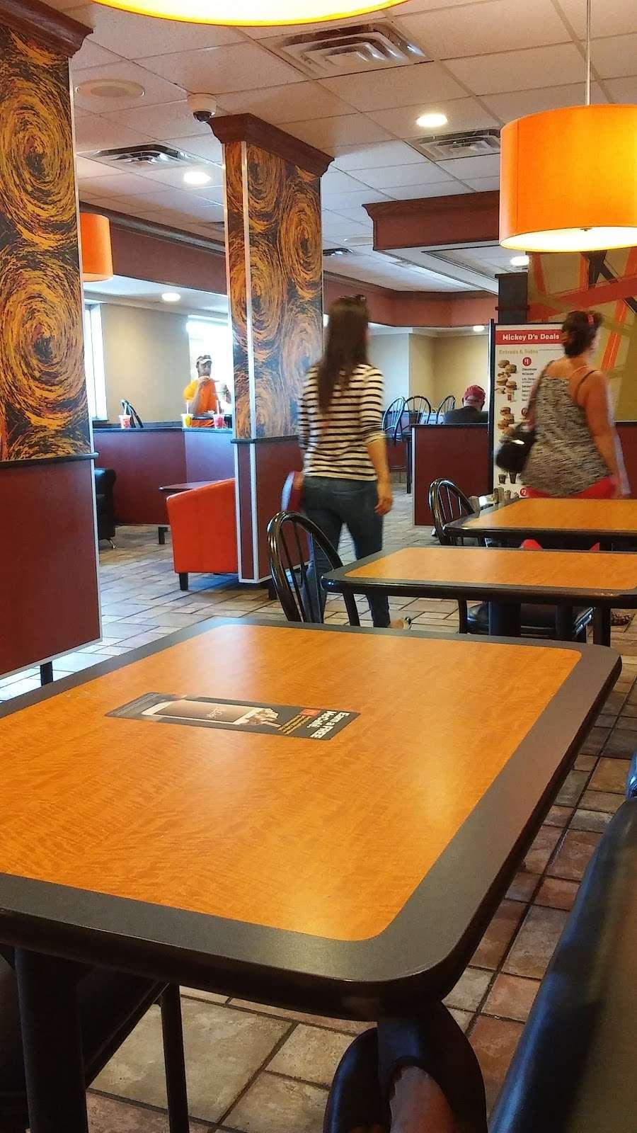 McDonalds - cafe  | Photo 6 of 9 | Address: 805 E Jefferson St, Tipton, IN 46072, USA | Phone: (765) 675-7645