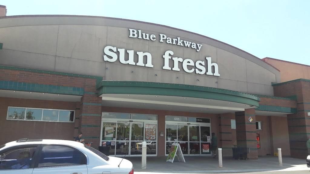 Blue Parkway Sunfresh - atm  | Photo 4 of 10 | Address: 4209 E 50th Terrace, Kansas City, MO 64130, USA | Phone: (816) 921-1212