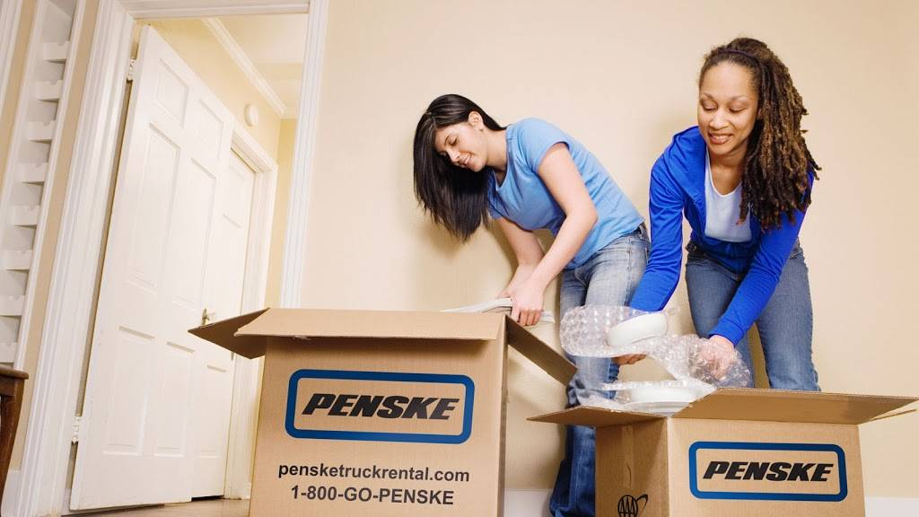 Penske Truck Rental - moving company  | Photo 2 of 8 | Address: 11633 NE Glenn Widing Dr, Portland, OR 97220, USA | Phone: (503) 290-0267