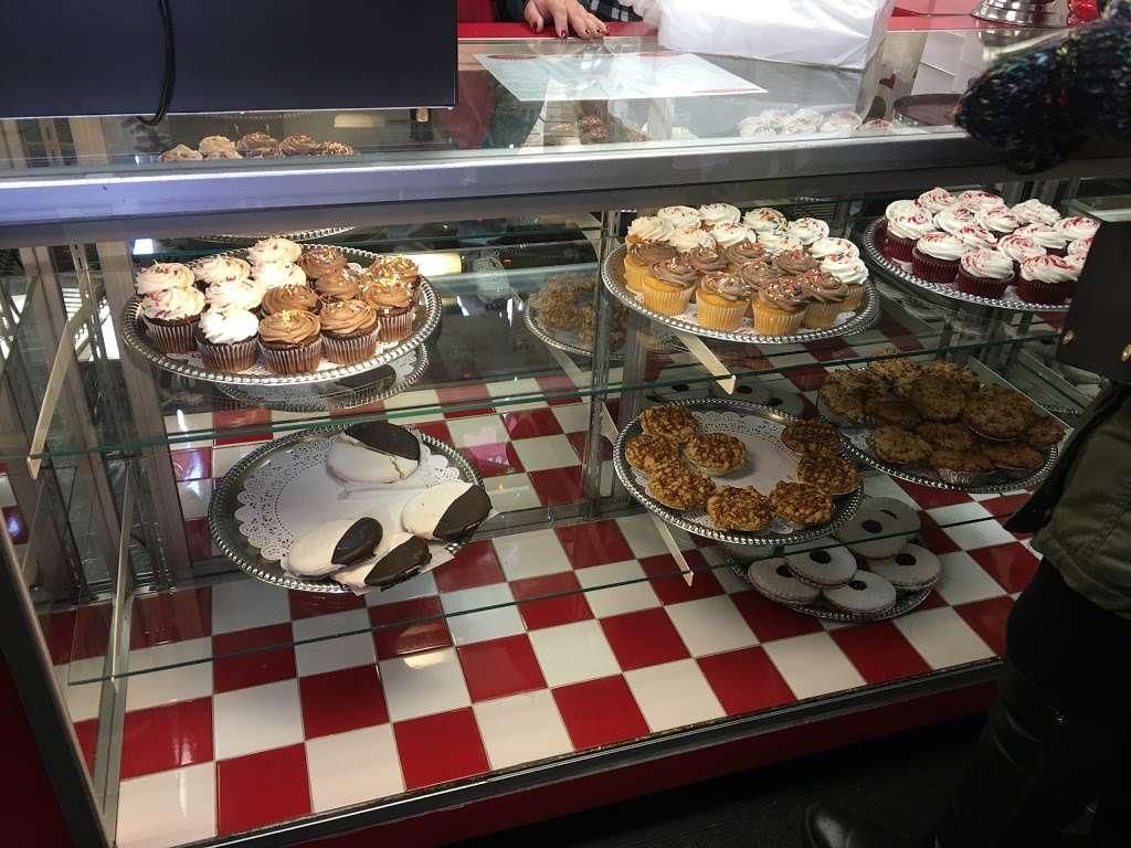 La Cheesecake - bakery  | Photo 1 of 10 | Address: 126-06 14th Ave, College Point, NY 11356, USA | Phone: (718) 359-3718