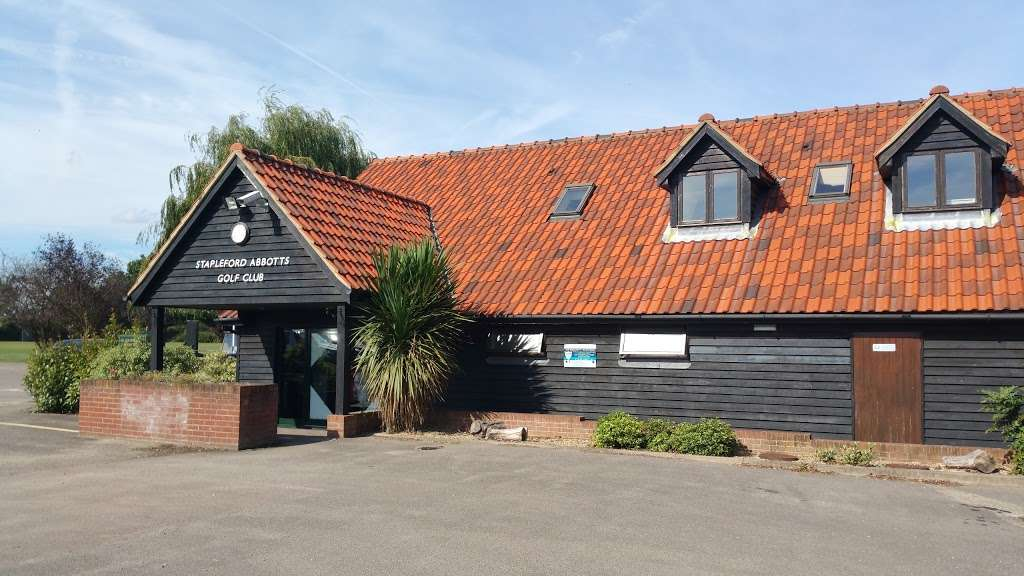Stapleford Abbotts Golf Club - health    Photo 2 of 10   Address: Horsemanside, Tysea Hill, Romford RM4 1JU, UK   Phone: 01708 381108
