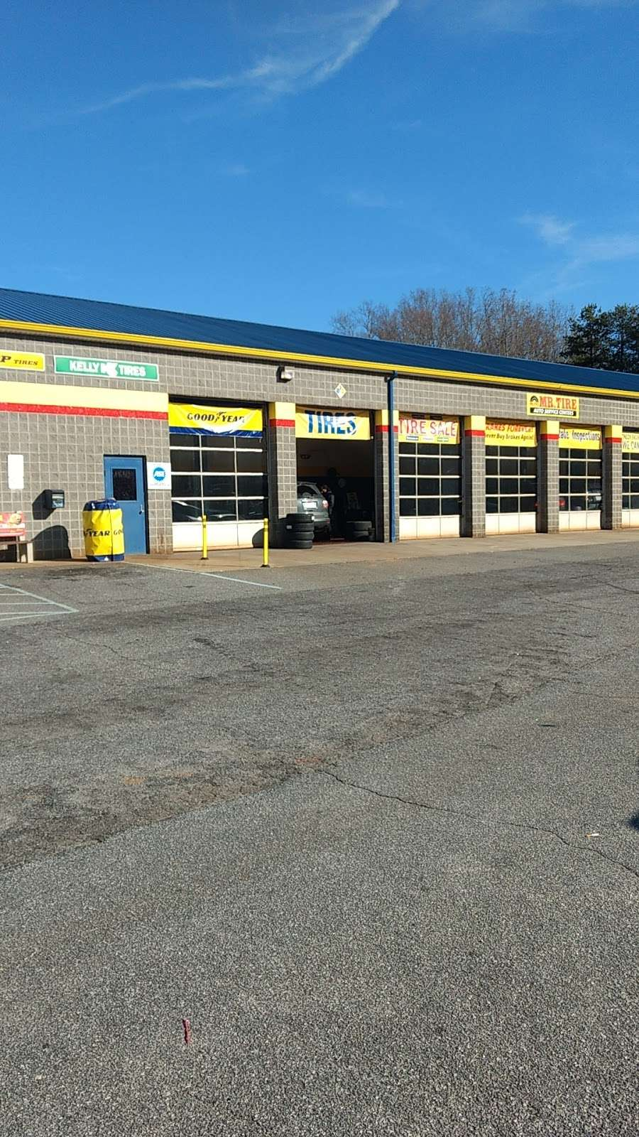 Mr. Tire Auto Service Centers - car repair  | Photo 4 of 10 | Address: 2323 Northwest Blvd, Newton, NC 28658, USA | Phone: (828) 355-1146