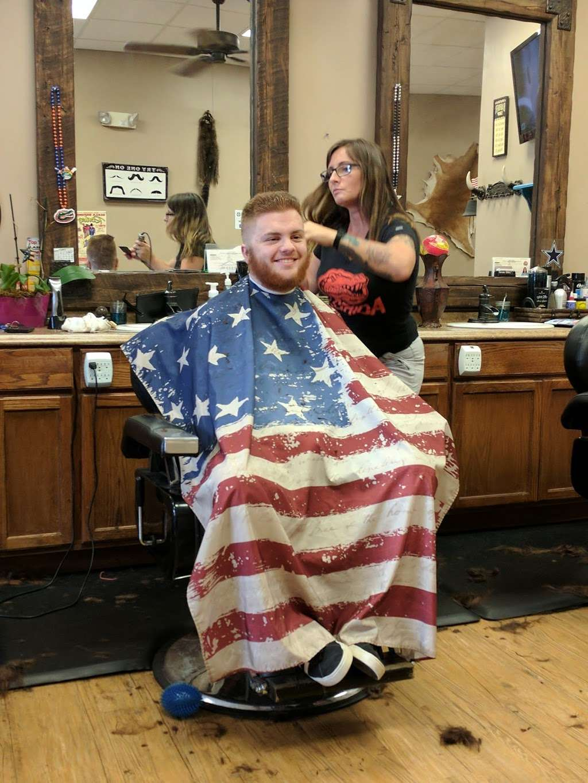 Glyna Maes Barber Shop - hair care  | Photo 4 of 10 | Address: 3250 SE 58th Ave, Ocala, FL 34480, USA | Phone: (352) 694-1500