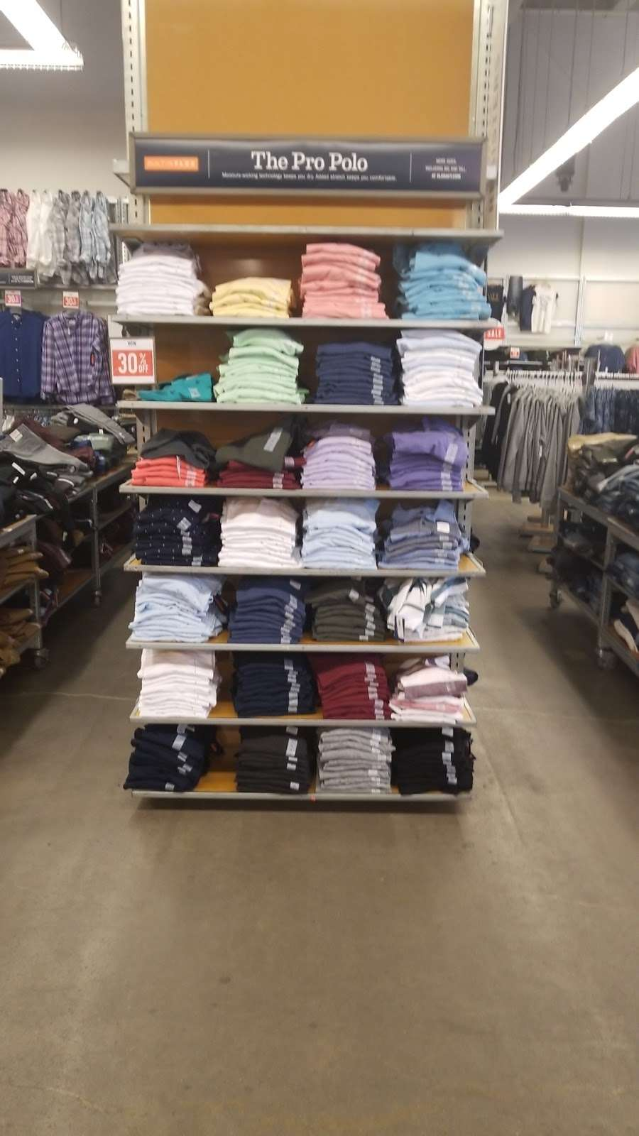 Old Navy - clothing store  | Photo 9 of 10 | Address: 139-15 20th Ave, College Point, NY 11356, USA | Phone: (718) 461-6986