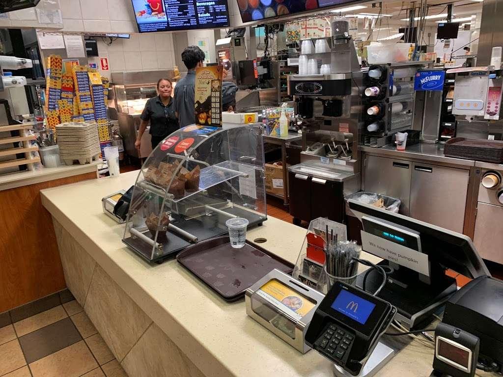 McDonalds - cafe    Photo 9 of 10   Address: 6720 W Archer Ave, Chicago, IL 60638, USA   Phone: (773) 229-9841