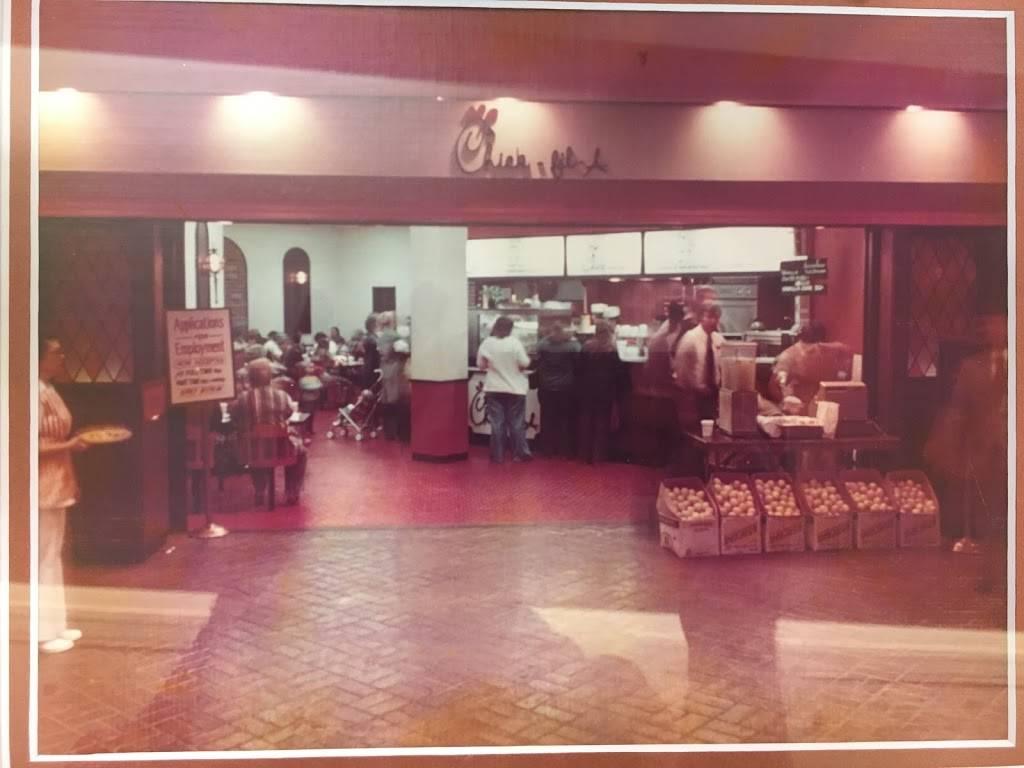 Chick-fil-A - restaurant    Photo 6 of 10   Address: 746 Brookwood Village, Birmingham, AL 35209, USA   Phone: (205) 871-1398