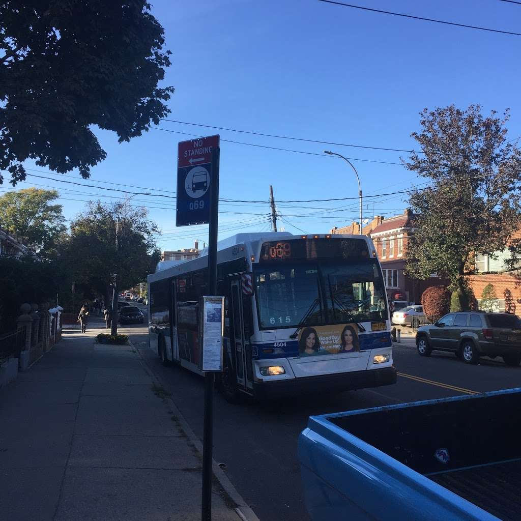 Ditmars Bl/26 St - bus station  | Photo 1 of 1 | Address: Queens, NY 11105, USA
