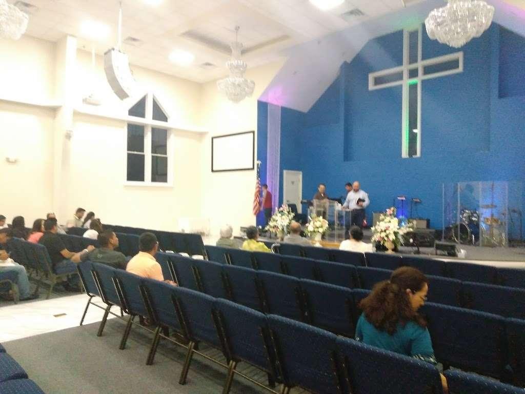 IGLESIA PENTECOSTAL RÍOS DE AGUA VIVA - LIVING WATERS PENTECOSTA - church  | Photo 9 of 10 | Address: 49 N Main St, Windsor, NJ 08561, USA | Phone: (609) 371-2659