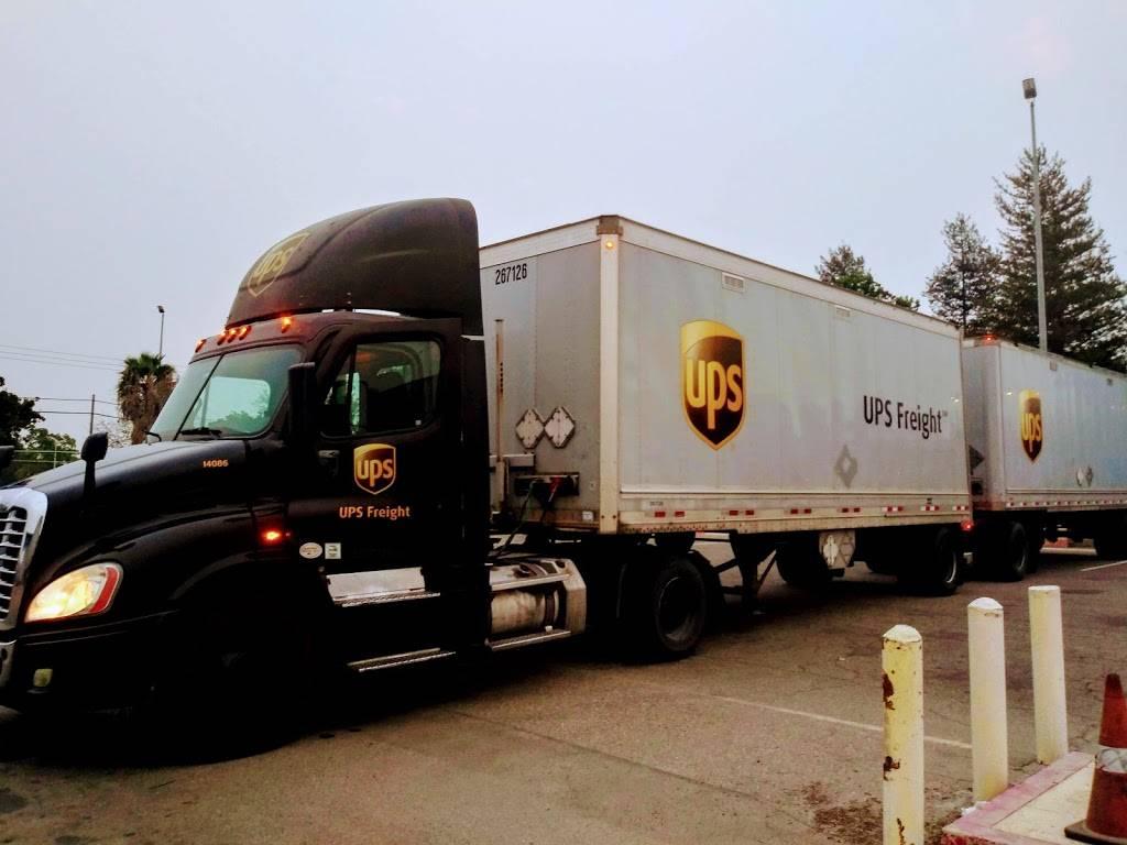 UPS Freight - moving company  | Photo 1 of 2 | Address: 4587 S Chestnut Ave, Fresno, CA 93725, USA | Phone: (559) 445-9010