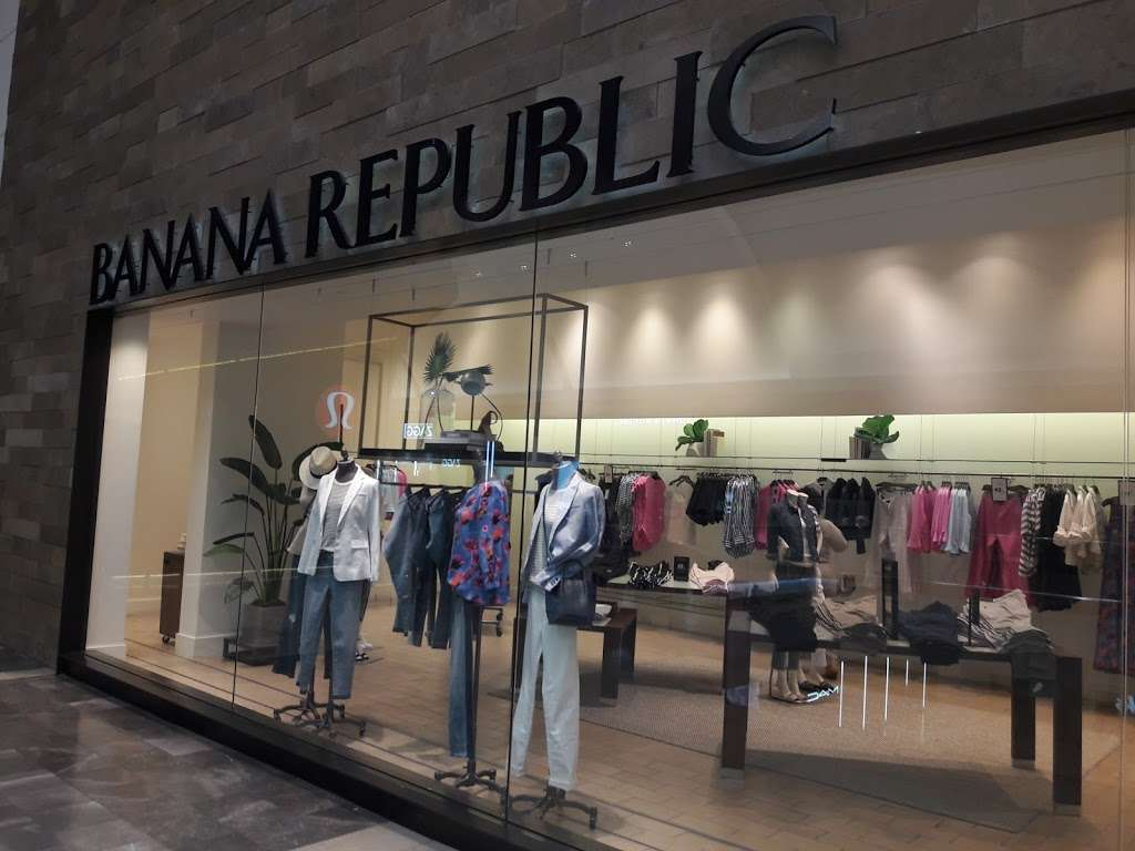 Banana Republic - clothing store    Photo 5 of 10   Address: 1 Garden State Plaza Blvd, Paramus, NJ 07652, USA   Phone: (201) 291-0955