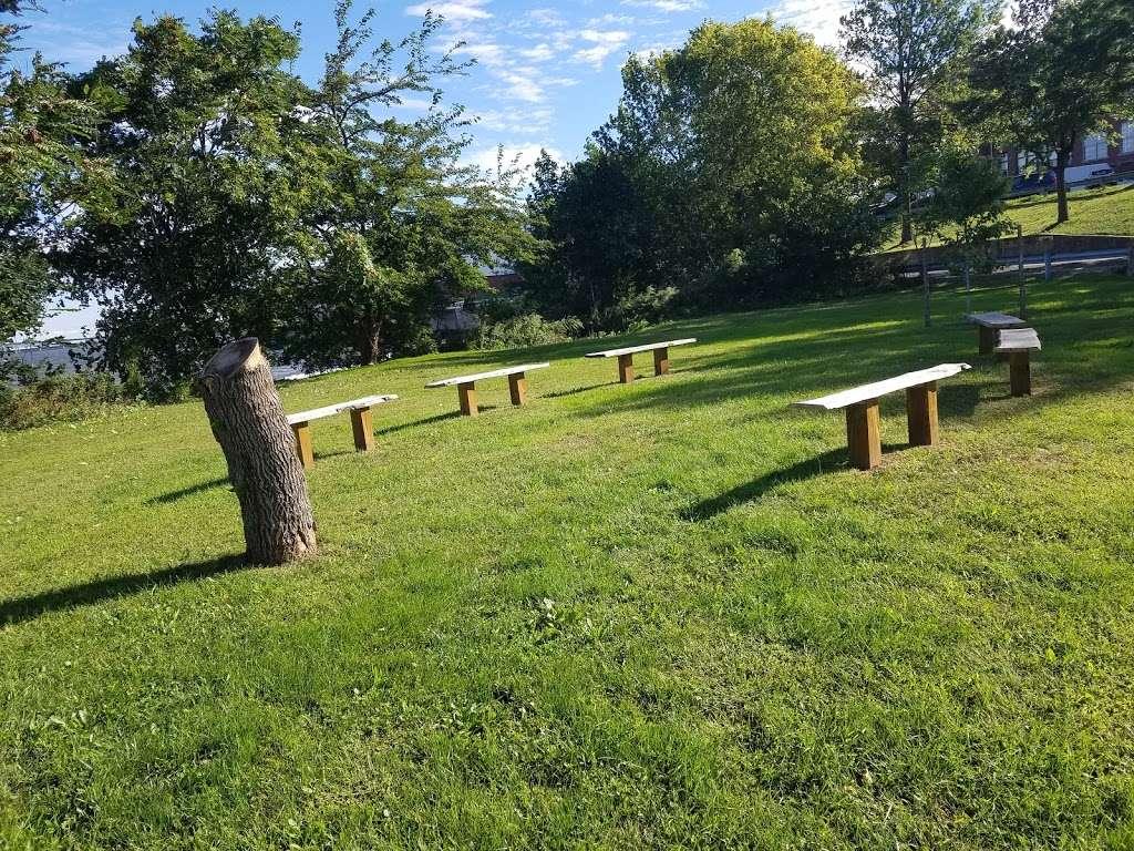 Veterans Park - park  | Photo 1 of 10 | Address: 26 Park Rd, Bayonne, NJ 07002, USA | Phone: (201) 858-6122